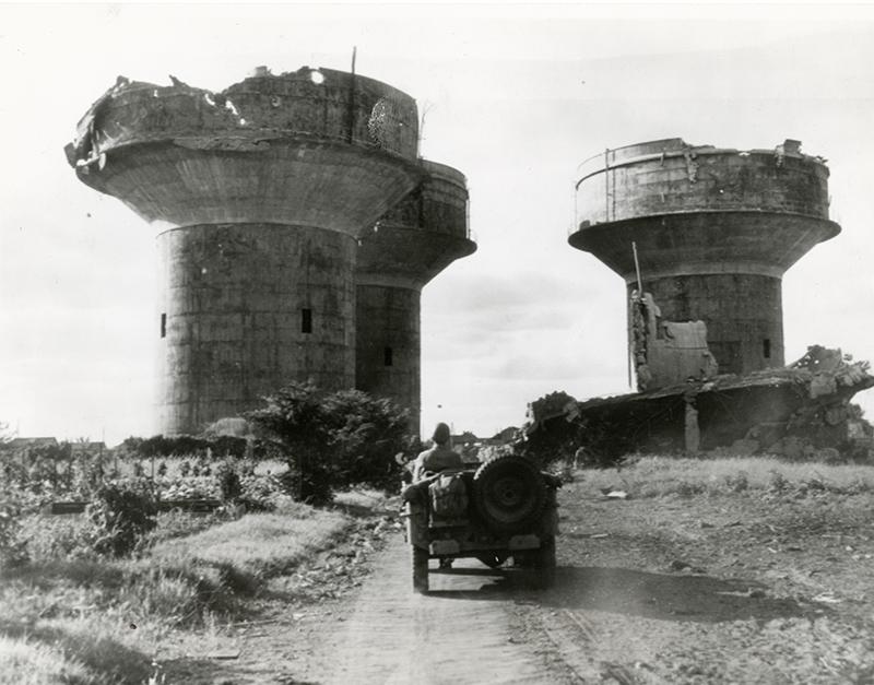 1944_szovetsegesek_altal_lebombazott_nemet_legvedelmi_tornyok_a_franciorszagi_angersben.jpg