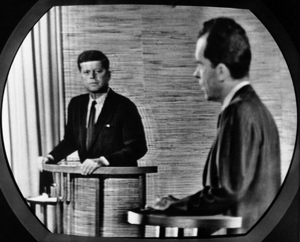 1960_a_vilagon_elsokent_televizioban_kozvetitett_elnokvalasztasi_vitamusor_kennedy_es_nixon.jpeg