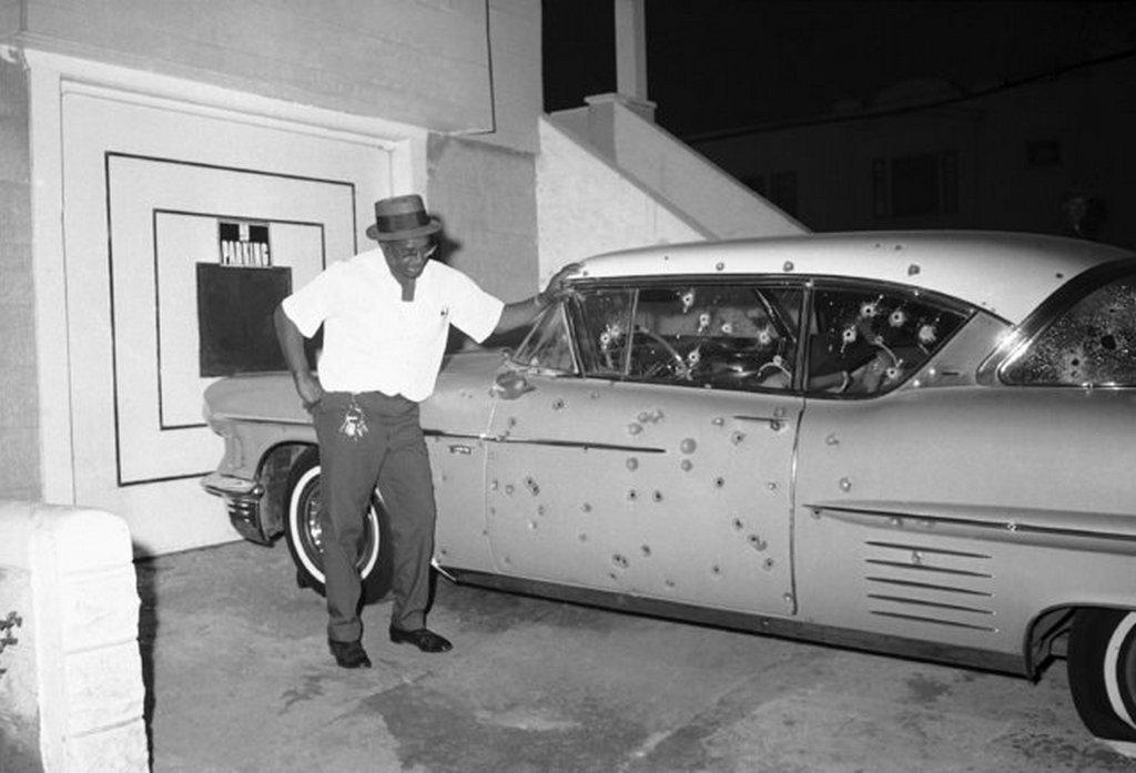 1966_a_san_francisco-i_felkeles_idejen_egy_orvlovesz_az_auto_mogul_tuzet_nyitott_a_rendorokre_ok_pedig_viszonoztak.jpeg