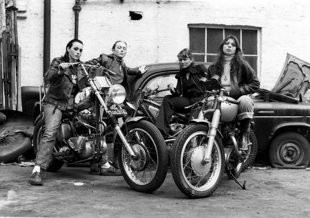 1973_noi_tagok_a_hell_s_angels_motorosbandaban.jpg