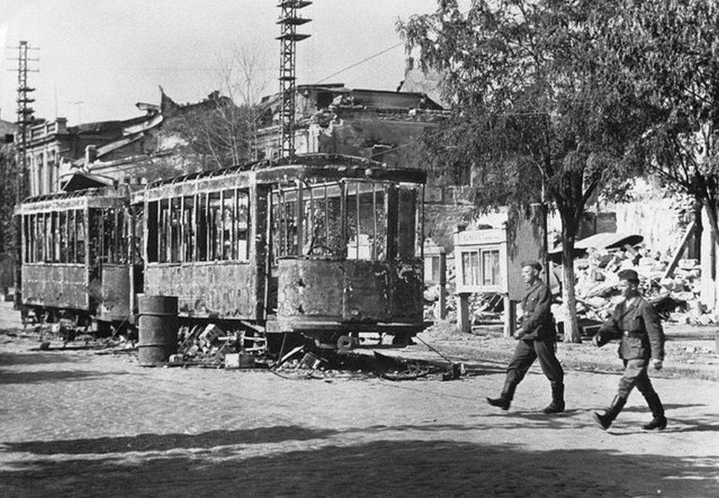 1941_a_del-ukran_mikolajiv-nyikolajev_a_nemet_megszallas_idejen_a_felperzselt_fold_politikat_folytatva_a_varos_teljes_infrastrukturajat_megsemmisitettek_a_visszavonulo_szovjet_csapatok.jpeg