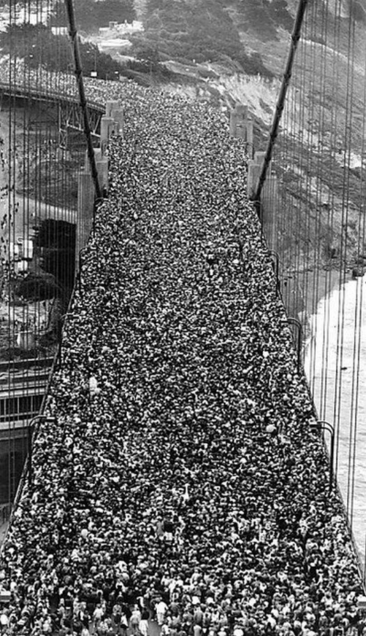 1987_huge_crowd_walks_over_the_golden_gate_bridge_celebrating_the_50th_anniversary.jpg