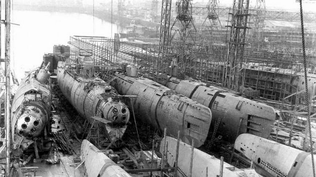 1945_felkesz_type_xxi_nemet_tengeralattjarok_az_ag_weser_bremai_hajogyaraban_a_szovetseges_csapatok_erkezese_idejen.jpg