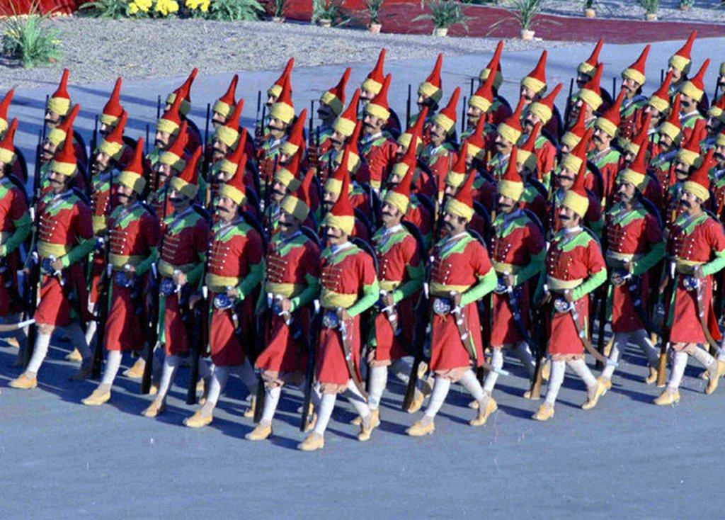 1971_irani_fegyveres_erok_paradeja_a_perzsa_birodalom_alapitasanak_2500_eves_evfordulojan_teheranban.jpeg