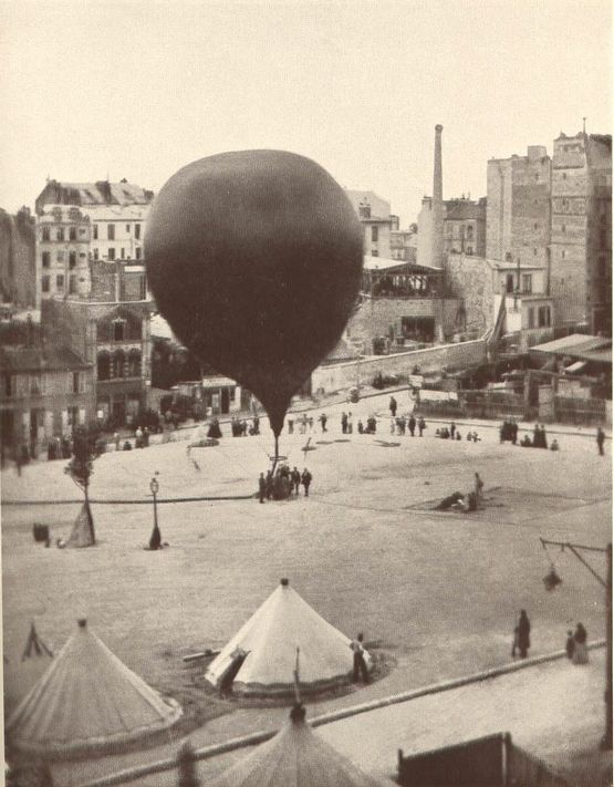 1870_a_francia-porosz_haboruban_parizs_ostromakor_csomag_es_levelszallitasra_hasznalt_holegballon_inditasa.jpg