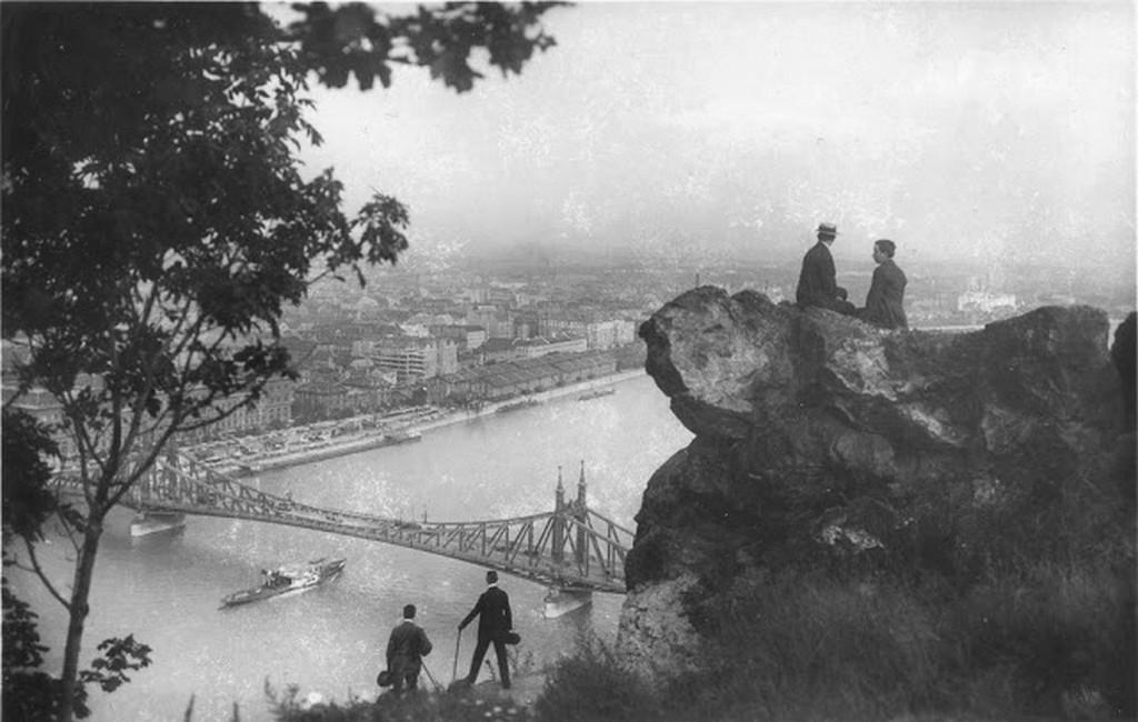 1900_korul_szabadsag-hid_a_gellert-hegyrol.jpg