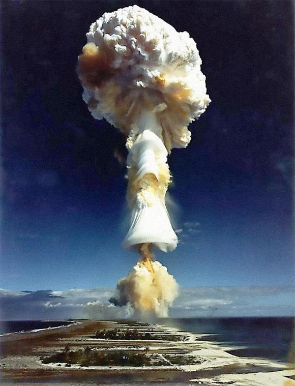 1968_augusztus_24_az_elso_francia_kiserleti_nuklearis_robbantas_a_canopus_muvelet_soran_francia-polinezi-ban_a_atollon_igy_franciaorszag_az_otodik_atomnagyhatomma_valt.jpg