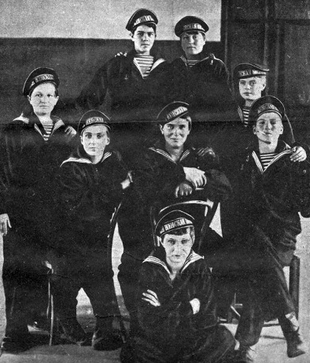 1917_szovjet_noi_matrozok_cr.jpg