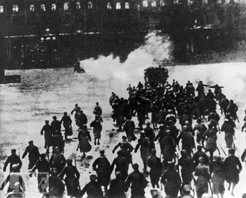 1917_a_forradlmarok_rohama_a_teli_palota_ellen.jpg