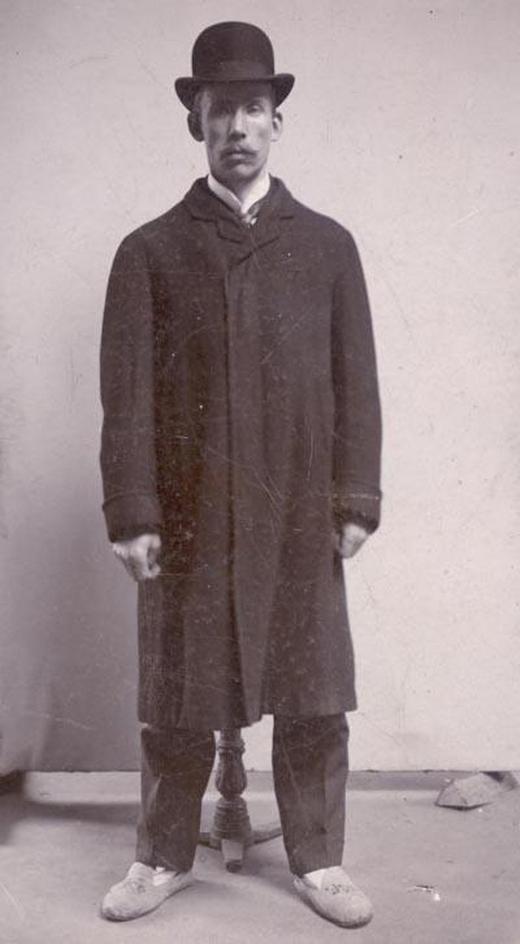 1910_johan_alfred_ander_rablogyilkos_az_utolso_ember_akit_kivegeztek_svedorszagban_az_elso_es_egyetlen_akit_guillotinne-nal_fejeztek_le_elotte_bako_nyakazta_le_a_halalraitelteket.jpg