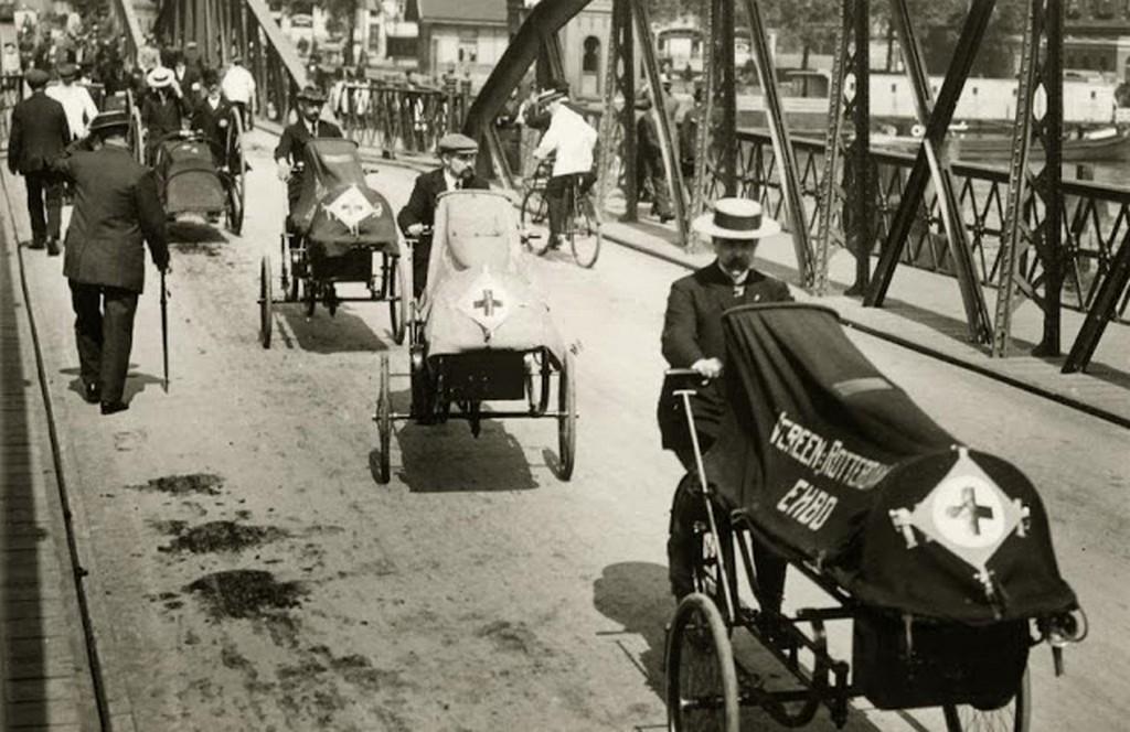 1914_sebesult_katonak_szallitasa_voroskeresztes_tricikliken_hollandia.jpg