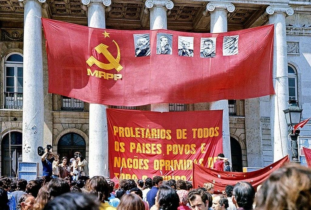 1974_a_portugal_vorosszekfus_forradalom.jpg