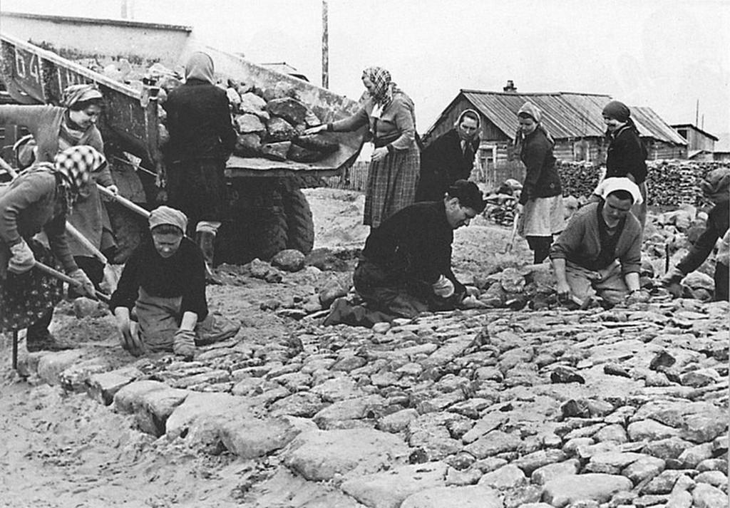 1954_utepites_onerobol_egy_hanti-_es_manysifoldi_faluban_a_szovjetunioban_cr.jpg