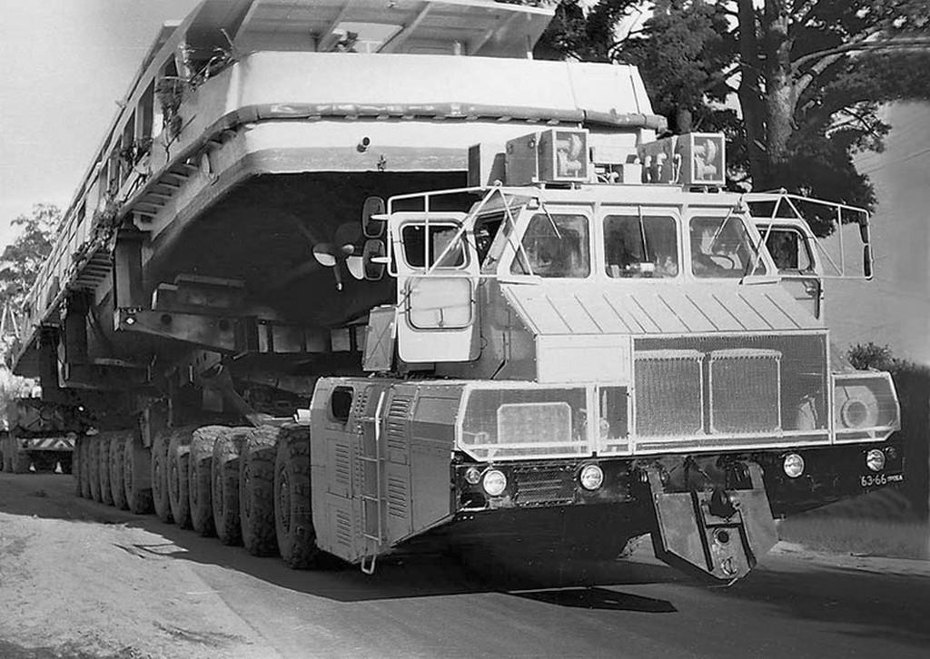 1987_maz-7907_orias_szallitojarmu_a_minszki_jarmugyarban_epitett_tankmotorral_hajtott_gep_1250_loeros.jpg