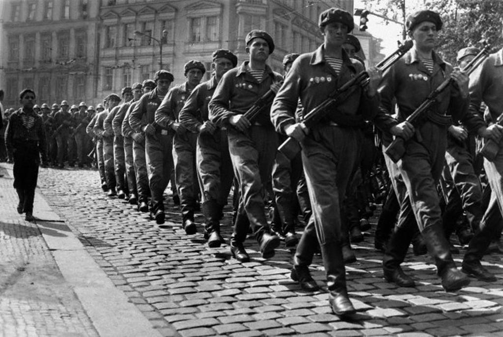 1968_szovjet_csapatok_pragaban.jpg