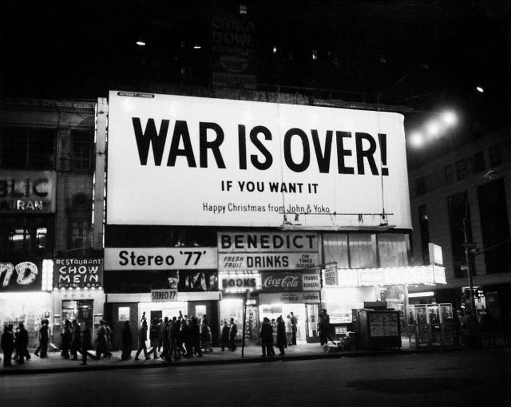 1969_vege_a_haborunak_ha_ugy_akarod_john_lennon_es_yoko_ono_karacsonyi_oriasplakatja_a_new_york-i_stereo_77_homlokzatan.jpg