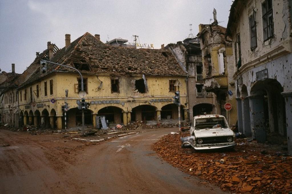 1991_a_jugoszlav_hadsereg_altal_szetlott_vukovar_belvarosa.jpg