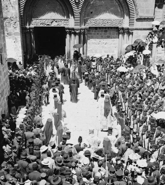 1890-es_evek_ottoman_muszlim_katonak_altal_vedelmezett_kereszteny_szertartas_jeruzsalemben.jpg