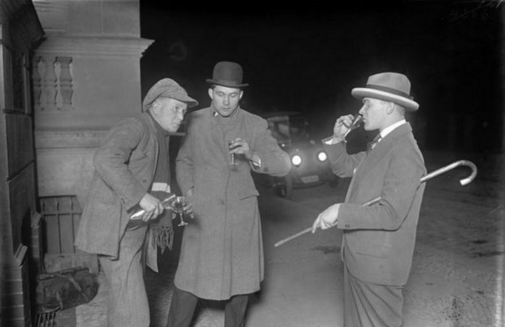 1929_zarora_utani_zugalkoholarus_berlin_utcain.jpg