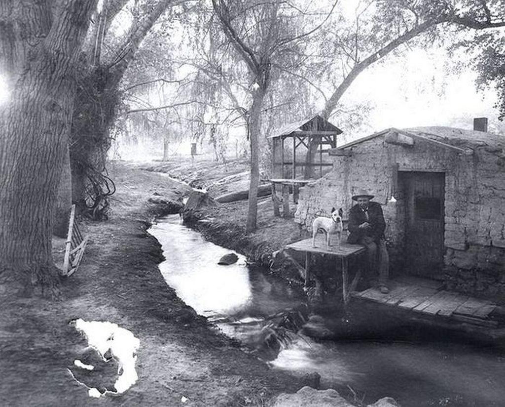 1895_kunyho_a_volgyben_a_mai_las_vegas_helyen_az_azota_ikomikussa_valt_kaszinovarost_10_evvel_kesobb_alapitottak_meg.jpg