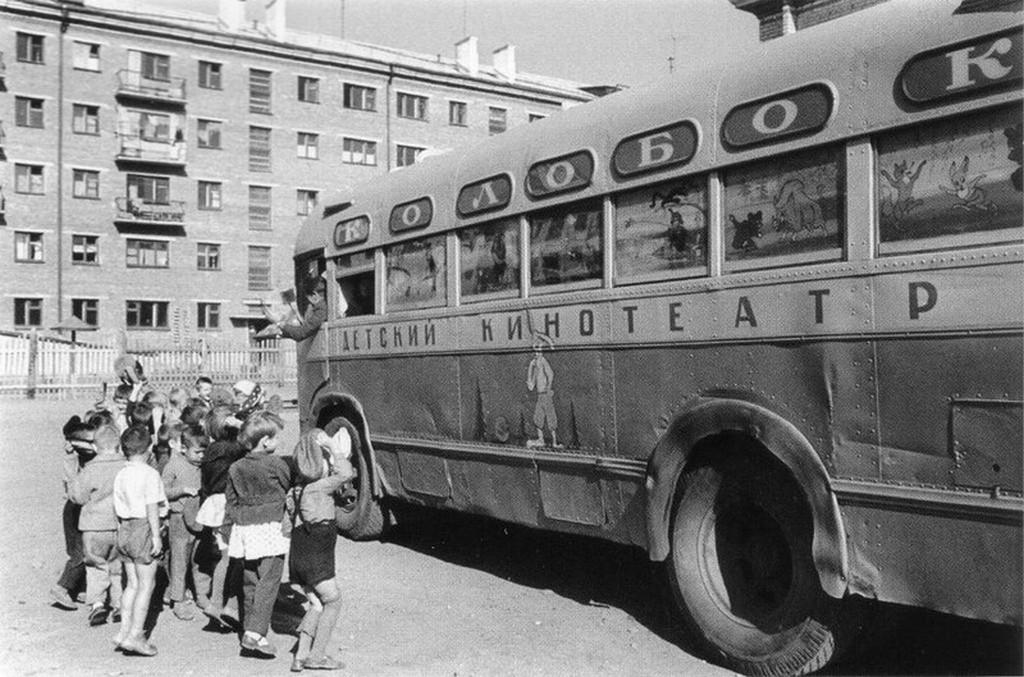 1967_szovjet_vandor_gyerekmozi_a_mezeskalacs.jpg