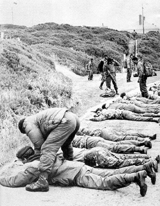 1982_aprilis_2_harom_oras_csata_utan_a_brit_erok_visszafoglaljak_a_falkland-szigetek_legnagyobb_varosat_port_stanley-t.jpeg