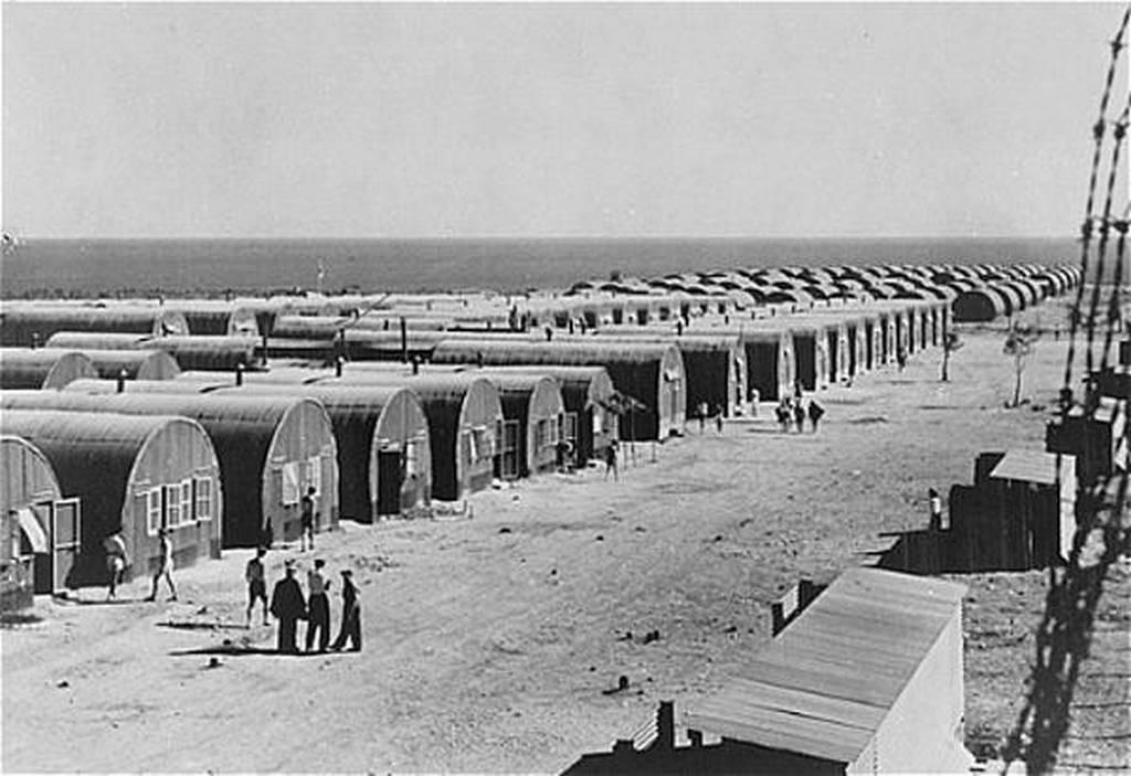 1947_dekalia_ciprus_ideiglenes_lakasok_az_izraelbol_kitoloncolt_illegalis_zsidobevandorlok_reszere.jpg