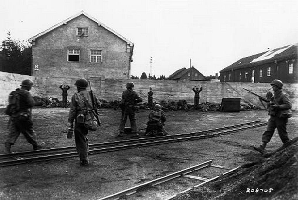 1945_dachaui_koncentracios_tabor_oreit_vegzik_ki_az_amerikai_csapatok.jpg