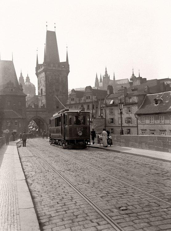1905_villamos_a_pragai_karoly-hidon_a_vonal_1908-ig_szolgalt.jpeg