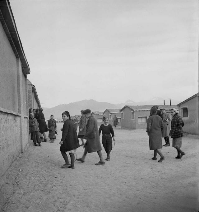 1943_lengyel_menekultek_iranban_a_szovjetek_lengyel_megszallasa_utan_tobb_ezer_csaladot_deportaltak_a_szovjetunio_belso_teruleteire_nehanyuk_iranba_szokott.jpeg