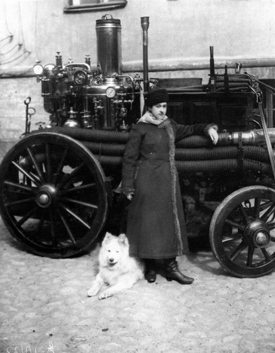 1910_az_orosz_birodalom_elso_noi_tuzoltoja_a_szentpetervari_marija_jermolova.jpeg