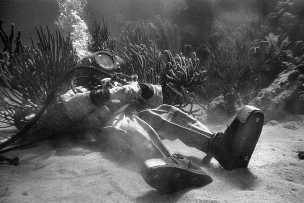 1953_piheno_a_nemo_kapitany_cimu_hollywoodi_film_forgatasanak_szuneteben_a_felvetelekhez_egy_hatalmas_tartalyt_epitettek.jpeg