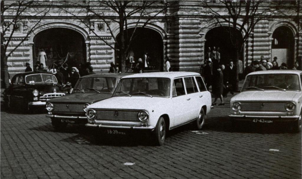 1967_fiat-124_tipusok_kiallitasa_moszkvaban_az_1966-ban_vasarolt_licenc_szerint_1970-ben_gordult_le_az_elso_zsiguli_a_szereloszalagrol.png