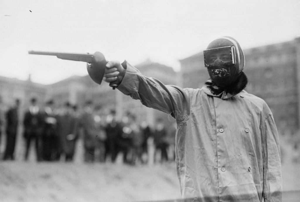 1908_egykori_olimpiai_sportag_a_parbaj_viasztoltennyel_lottek_egymasra_a_resztvevok.jpeg