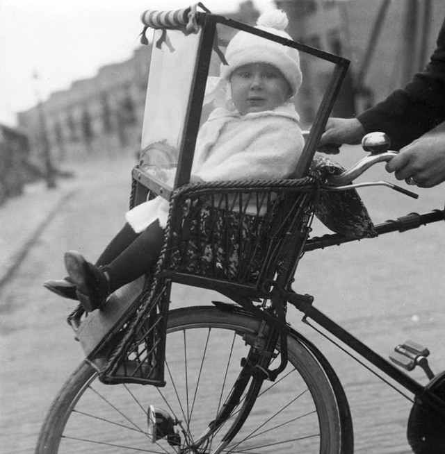 1925_child_seat_with_toddler_front_of_the_bike_amsterdam_netherlands.jpg