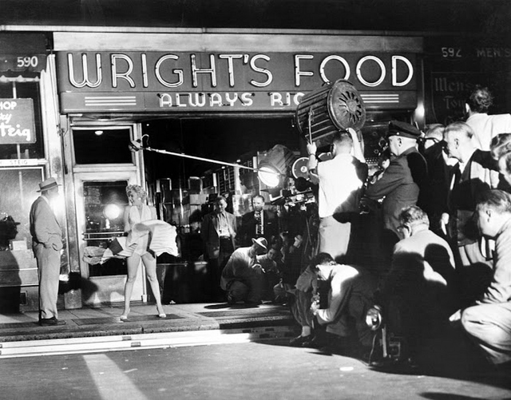 1954_marilyn_monroe_filming_her_iconic_scene_in_the_seven_year_itch.jpg
