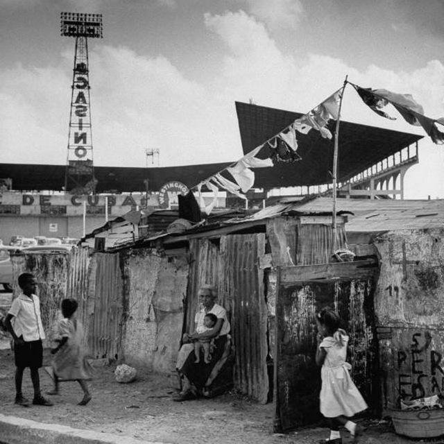 1954_nyomornegyed_havannaban_kuba_egy_kaszino_mogott.jpg