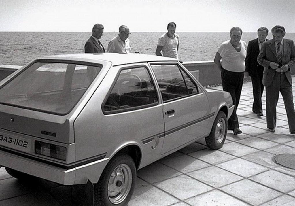 1978_jalta_brezsnyev_es_a_zaz-1102_tavria_prototipusa_meg_csaknem_10_ev_kellett_hogy_a_gyartas_elinduljon_addigra_a_kocsi_jelentosen_elavult.jpeg