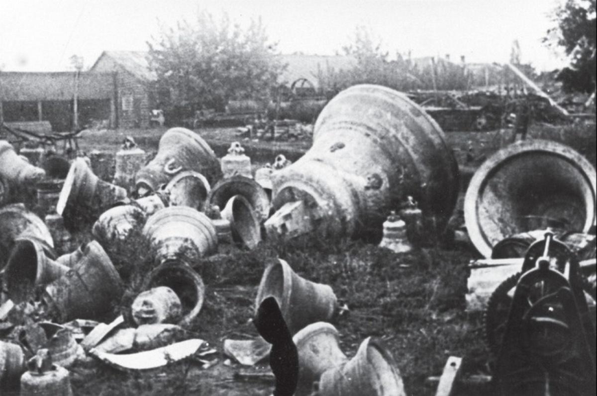 1930_a_harangokat_vett_egyhazak_kijev_1930_a_szovjetunio.jpeg