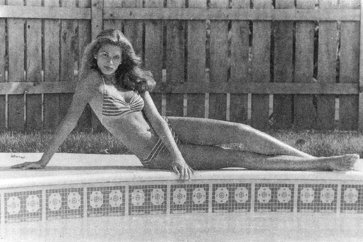 1982_cindy_crawford_s_first_modeling_shot_from_her_high_school_boyfriend_s_backyard.jpg