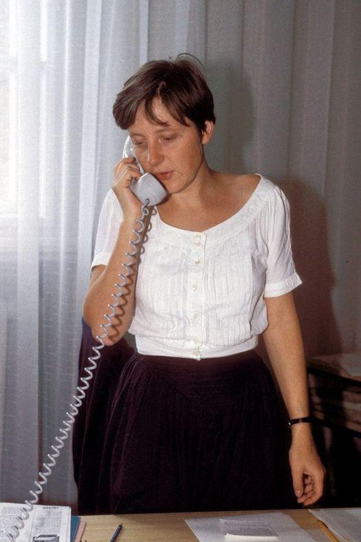 1990_lothar_de_maiziere_elnoke_lett_az_ndk_minisztertanacs_angela_merkel_helyettes_kormanyszovivo.jpeg