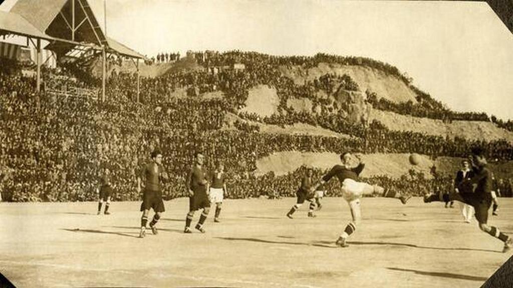 1925_labdarugo_merkozes_a_barcelonai_neu_camp_stadionban.jpeg