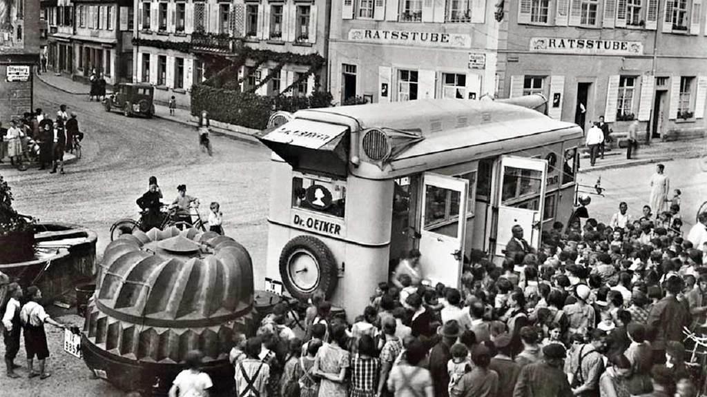 1931_dr_oetker_mozgo_reklamkonyhaja_berlinben.jpg