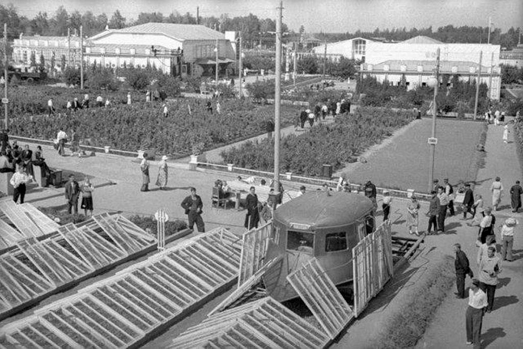1939_ritka_uveghazi_munkagep_bemutatoja_a_szovjetunioban.jpeg