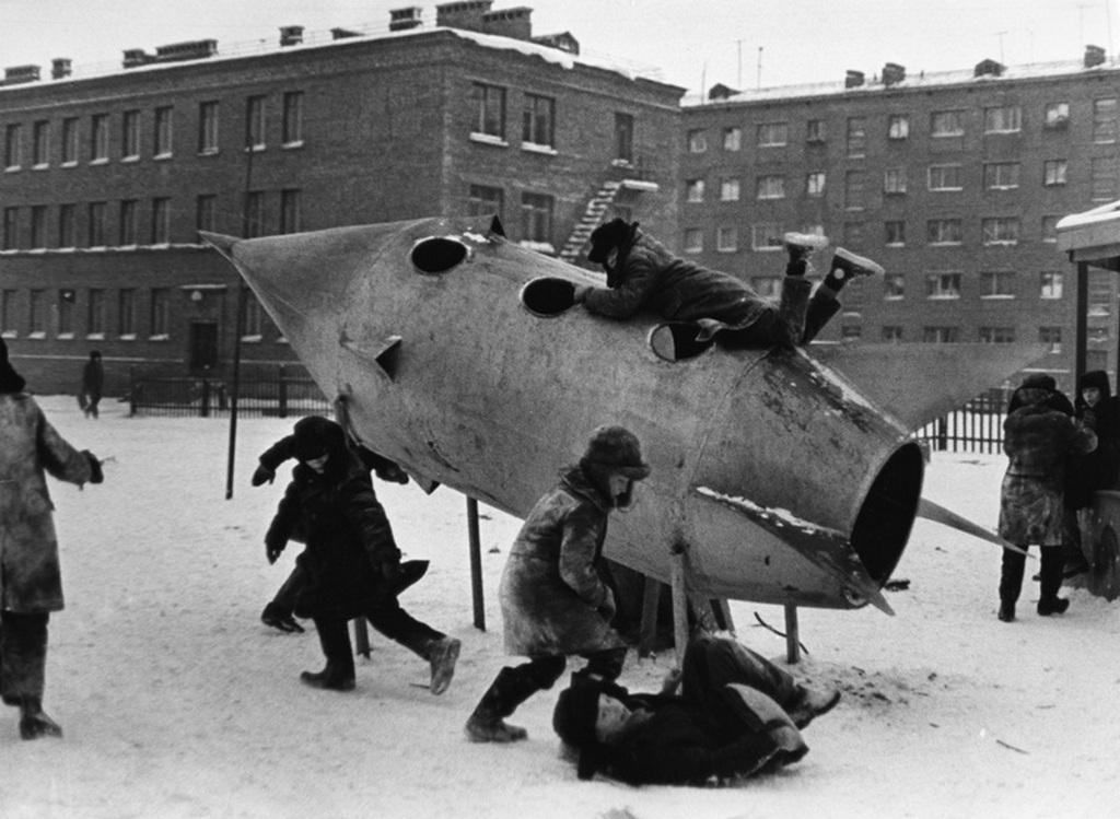 1960_a_multkori_sziberiai_norilszki_ovisok_fotoja_sokakat_megragadott_ime_a_hatvanas_evek_norilszki_jatszotere.jpeg