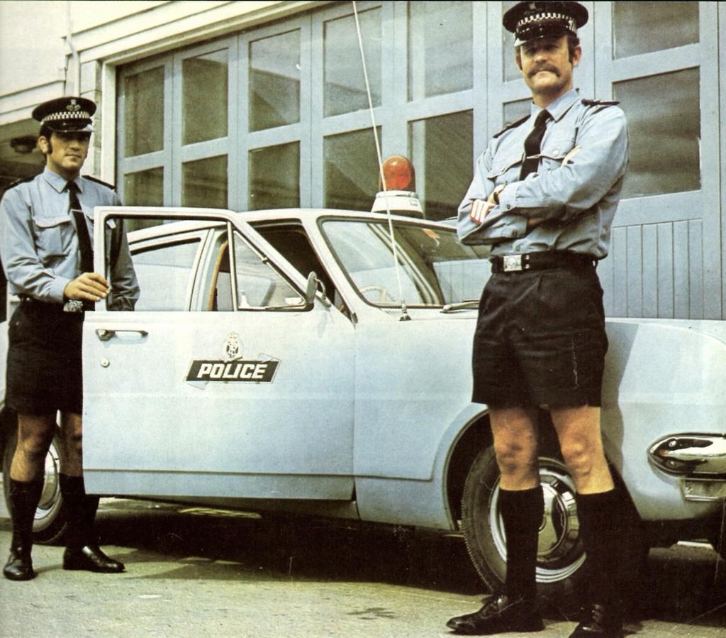 1970-es_evek_ausztral_rendorok_nyari_uniformisban.JPG
