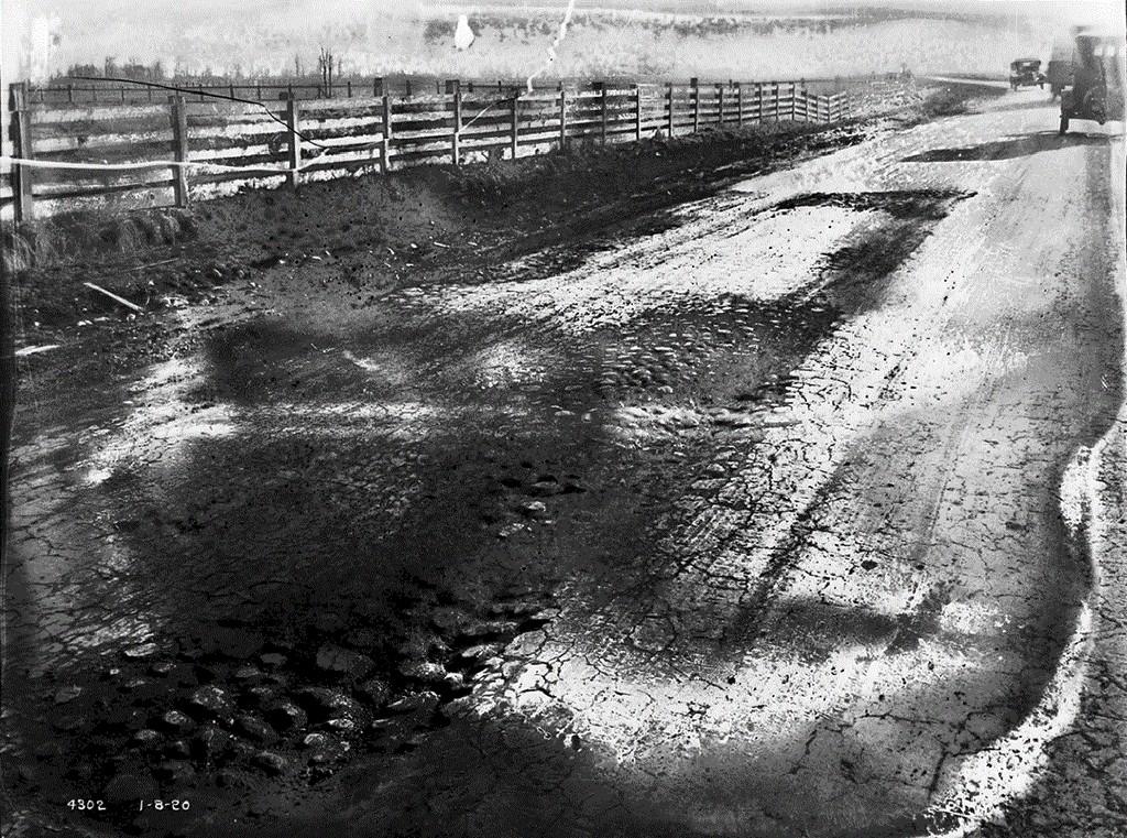 1916_1_az_ujonnan_epult_pacific_highway_csendes-ocean-melleki_autout_seattle-nel_usa_1920_cr.jpg