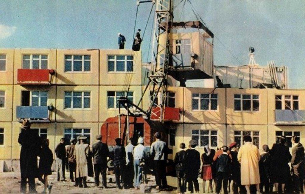 1962_egy_kiserleti_lakotelep_epitese_moszkvaban_a_legmodernebb_technologiaval.jpeg