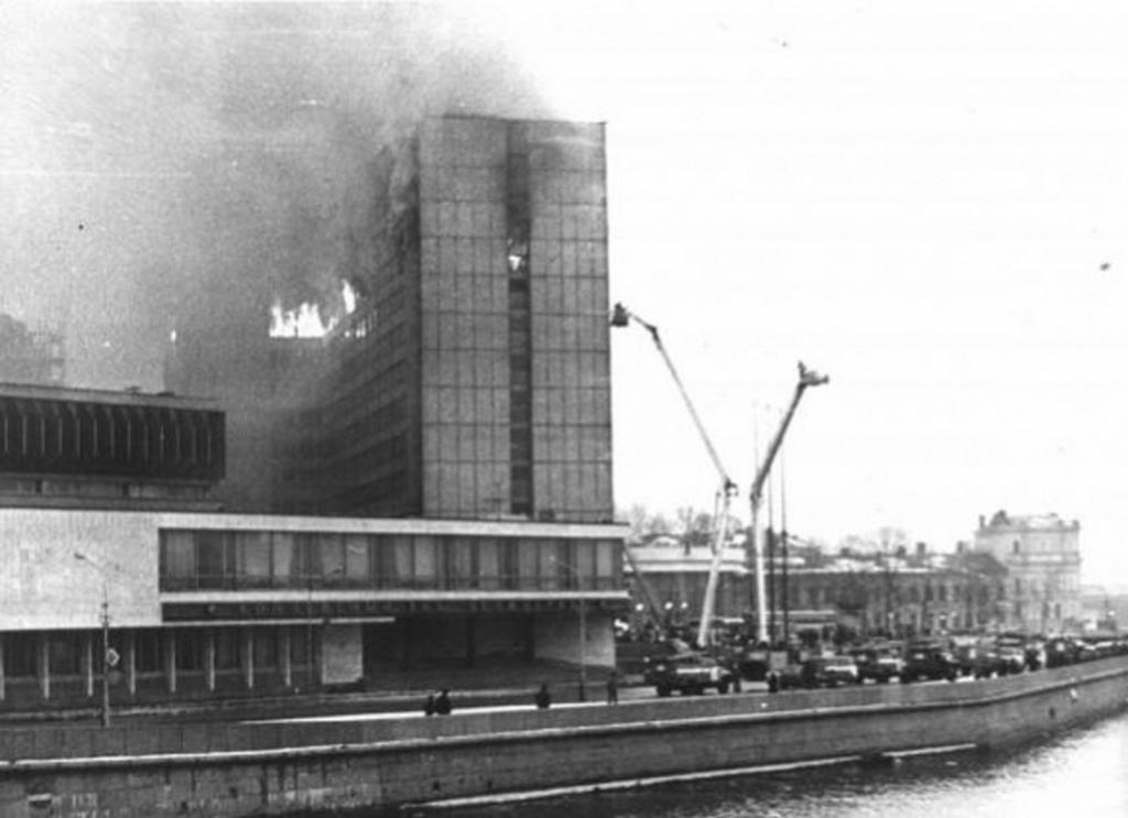 1991_februar_23_tuz_a_hotel_leningradban_a_tizenhat_aldozatot_kovetelo_szallodatuzben_kilenc_tuzolto_is_eletet_vesztette.jpg