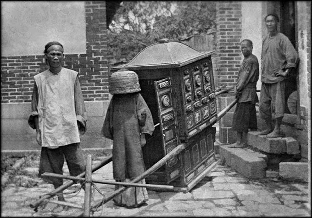 1910_bride_on_her_way_to_wedding_fuzhou_fujian_china.jpg